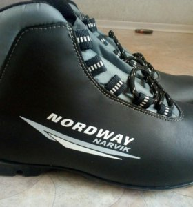 Ботинки лыжные НОВЫЕ! Есть лыжный комплект 170 см
