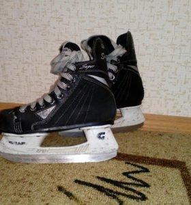 Детские хоккейные коньки GRAF
