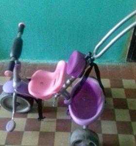 Детский велосипед и самокат.