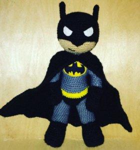 Вязаная игрушка Бэтмен