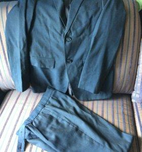 Костюм школьный,брюки,жилет.