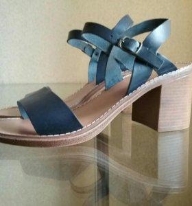 Туфли-босоножки CASUAL р-р 41 на 39-40. 100% кожа.