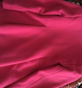 Пальто розовое элегантное в состоянии нового.