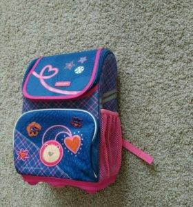 Школьный ранец облегчённый для 1-5 класса.