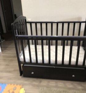 Детская кроватка  с поперечным маятником + подарок