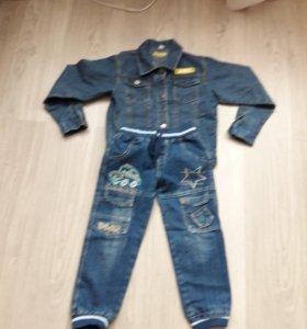 Детский джинсовой костюм.