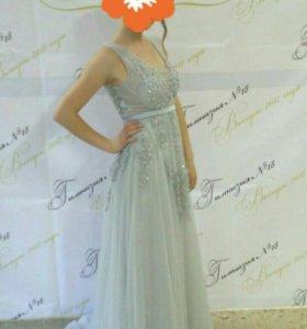 Платье на выпускной или на другое торжество.