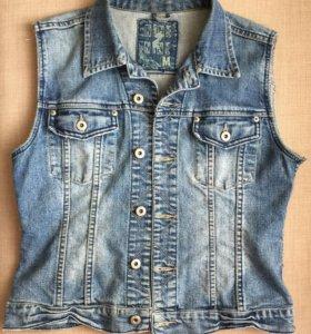 джинсовый жилет 42-44