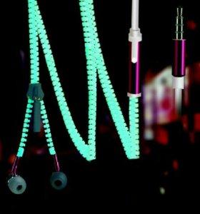 Наушники с микрофоном светящиеся в темноте.