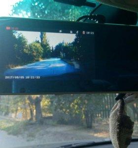 Видеорегистратор в зеркале заднего обзора