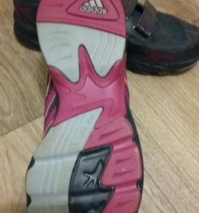 Кросовки adidas детские .