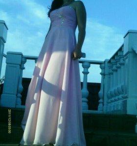 Вечернее платье, в хорошем состоянии.