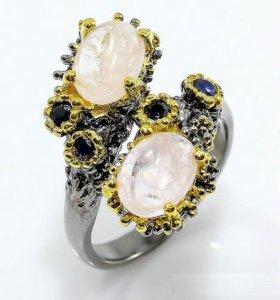 Серебряное кольцо с морганитом и сапфиром.