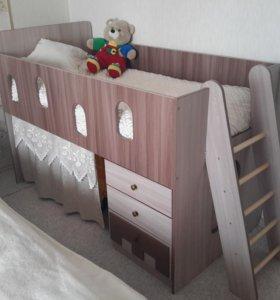 Детская кроватка с домиком