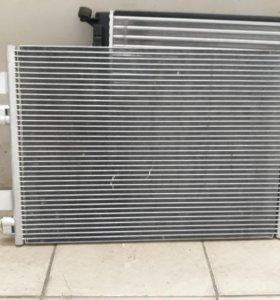 Радиатор кондея на логан1 новый.