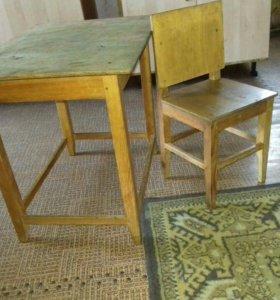 Стол и стульчик ручной работы
