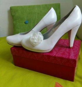 Туфли белые р.38