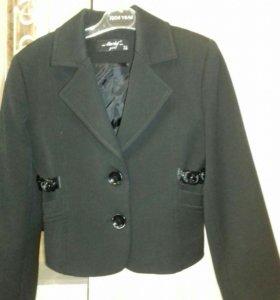 Пиджак школьный .