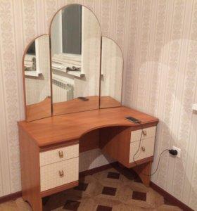 Туалетный столик, трельяж