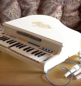 Музыкальный рояль( игрушка)