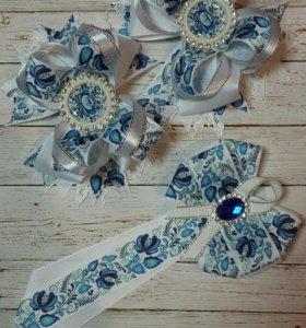 Брошь-галстук и бантики