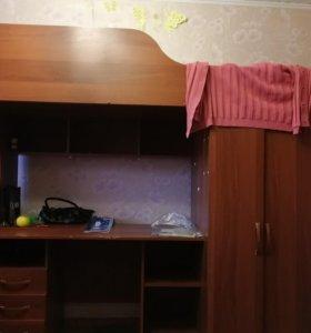 Кровать детская двухэтажная с матрасом)