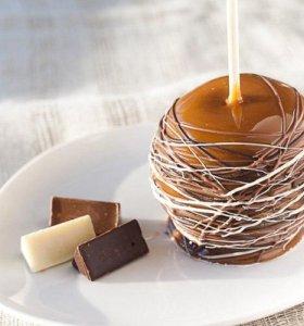 Фрукты в шоколаде и карамели