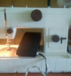 Продам швейную машину ЧАЙКА 134