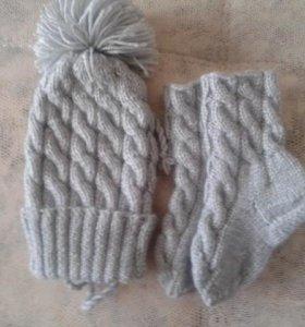 Вязяные шапочка и носочки