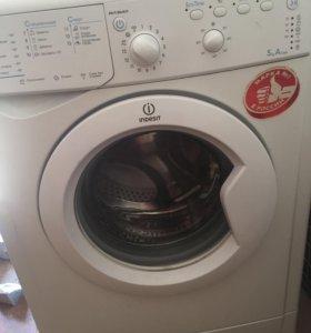 Машина стиральная индезит,торг уместен