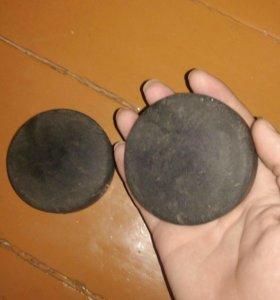 Хоккейные шайбы 2 штуки