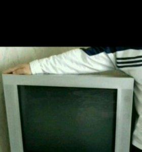 Продаю телевизор с большим экраном