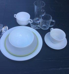 Чайные чашки и блюдца