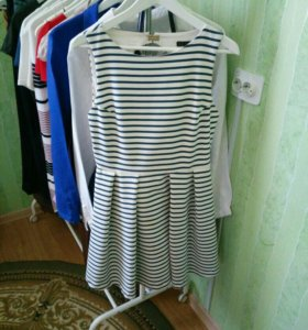 Платье Zara с вырезом на спине