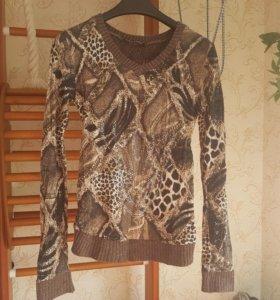 Оригинальный свитер 42р