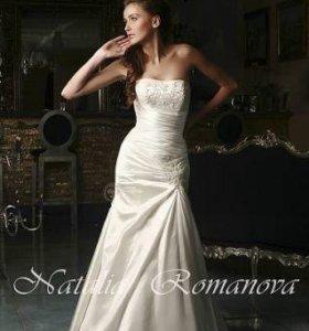 Свадебное платье с фатой, подъюбником и накидкой