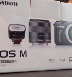 Canon EOS M в полном комплекте с документами