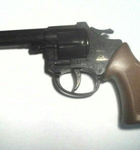 Детский игрушечный пистолет