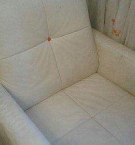Диван из натуральной кожи с креслом
