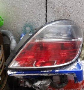 Opel astra h задняя правая фара