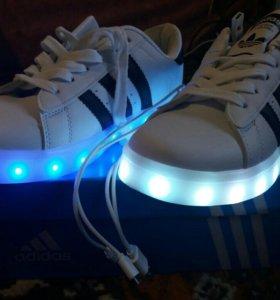 Продам кроссовки со светодиодной подошвой.