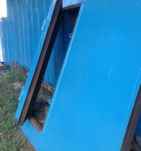 Металлическая дверь от гаража