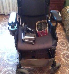 кресло коляски с электроприводом для инвалида