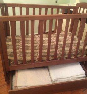 Детская кровать с матрасом и шкафом