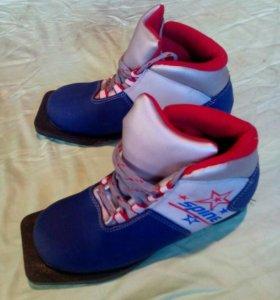 Ботинки лыжные . размер 34