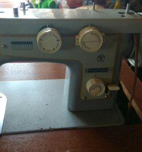 Продаю машинку швейную подольск 142