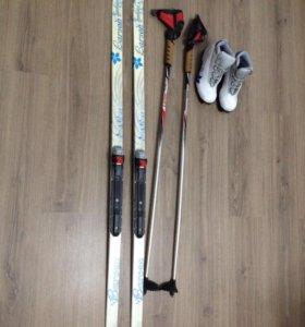 Лыжи пластиковые с креплениям+ботинки+лыжные палки