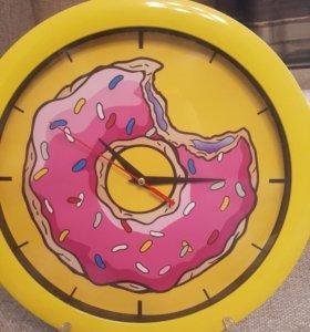 Часы с пончиком