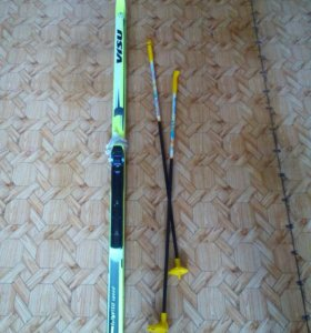 Лыжи беговые с палками и креплением