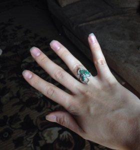 Продам кольцо с изумрудами